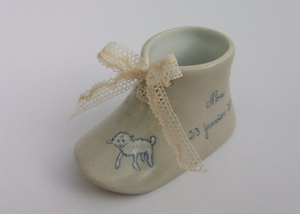 Cadeau de naissance. Chausson de porcelaine sur le thème du Petit Prince.